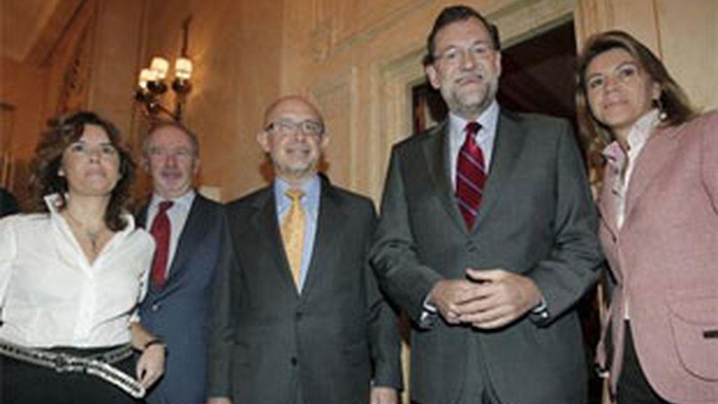 Rajoy coincide con Rato en un acto en el que se limita a hablar de economía. Foto: EFE.