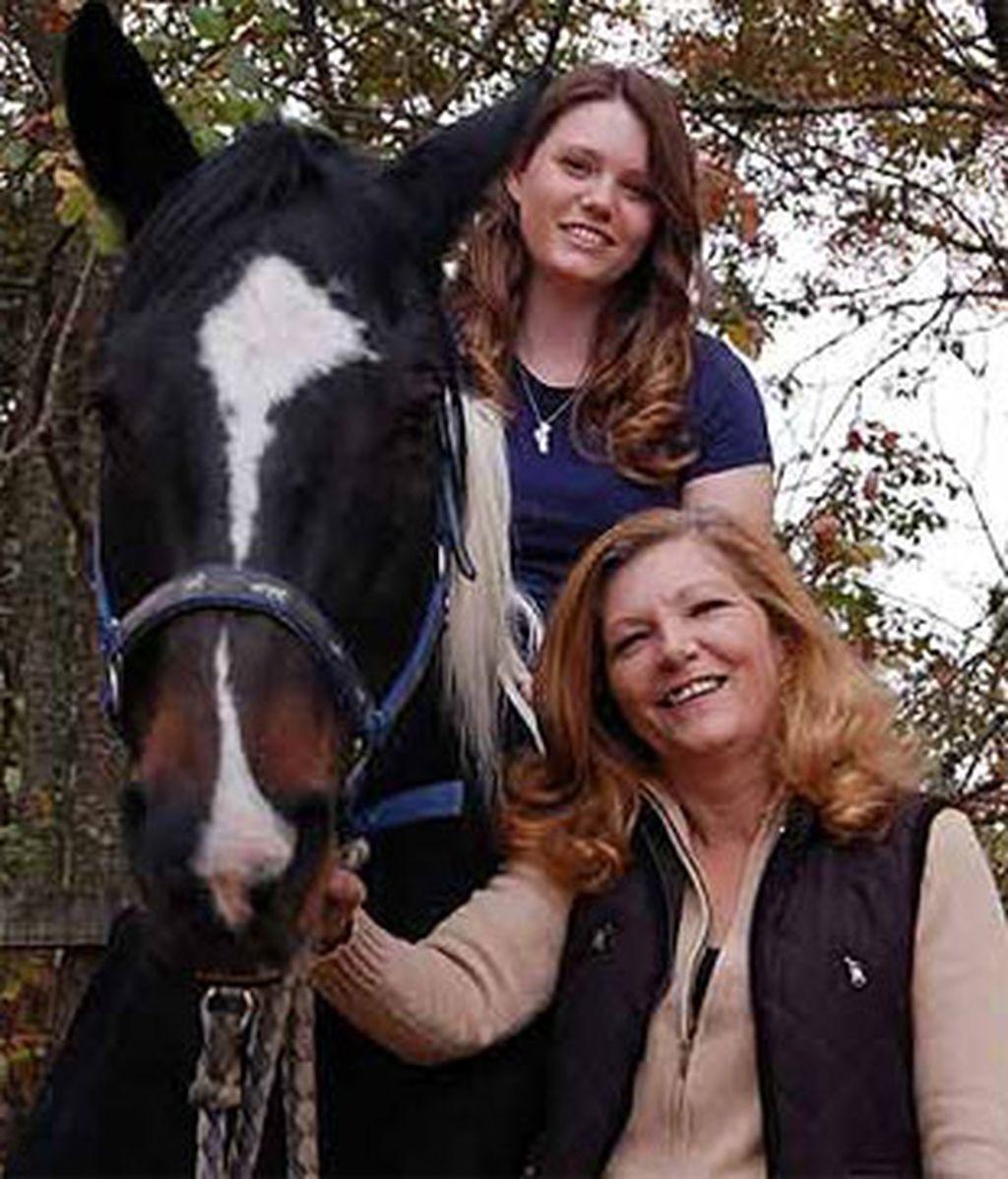 Primera imagen de Jaycee Lee junto a su madre, Terry Probyn. Foto: Hello.