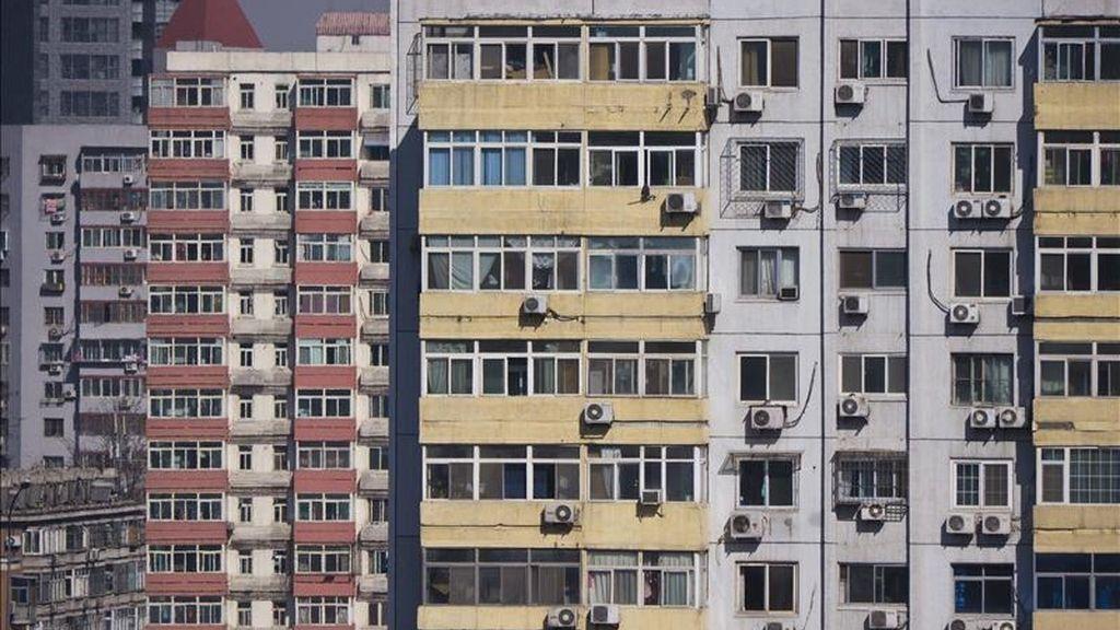 Vista de unos edificios residenciales en el centro de Pekín. EFE/Archivo