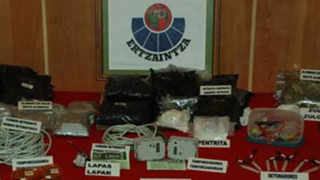 Imagen de archivo del material hallado en el zulo de Ondarroa en 2010. FOTO: EFE/Archivo