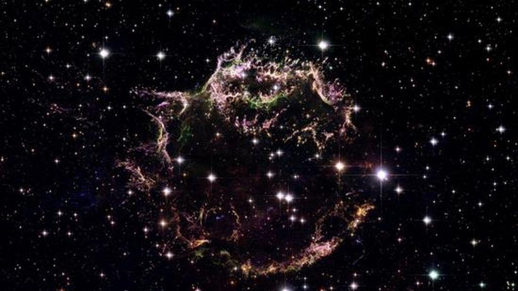 Fotografía de archivo del telescopio espacial 'Hubble' que muestra una explosión de una estrella en la Vía Láctea. EFE/Archivo