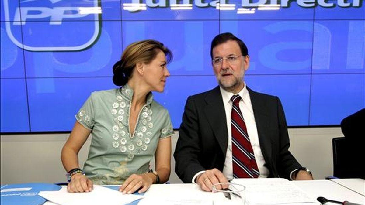 El presidente del PP, Mariano Rajoy, acompañado de la secretaria general, María Dolores de Cospedal, durante la Junta Directiva Nacional del partido celebrada esta mañana en Madrid. EFE