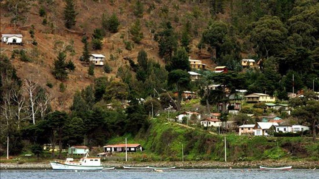 A principios del siglo XVIII el marinero Alejandro Selkirk sobrevivió durante cuatro años y cuatro meses perdido en esta paradisíaca isla, donde pidió que le dejaran desembarcar por temor a que el barco en el que viajaba se hundiera, como finalmente sucedió. EFE/Archivo