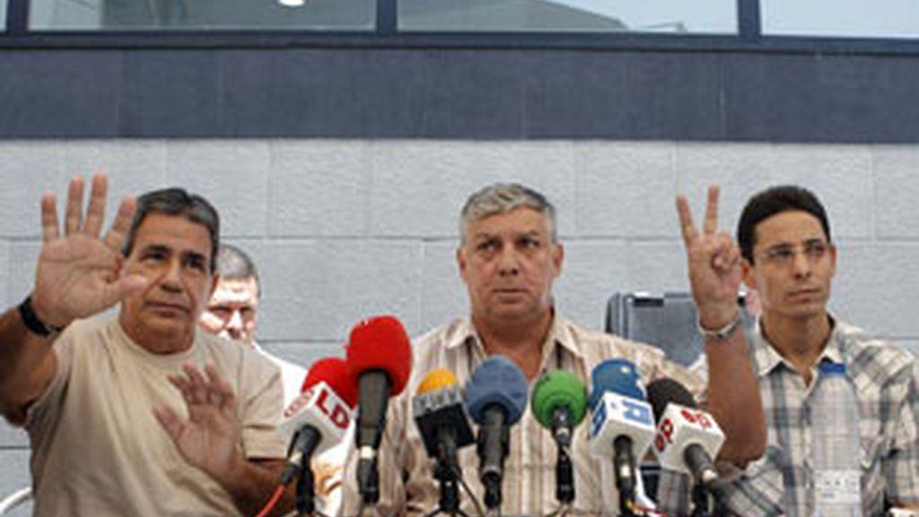 Julio César Gálvez, Ricardo González Alfonso, Normando Hernández y Pablo Pacheco, cuatro de los once disidentes cubanos excarcelados que llegaron a España la pasada semana. Foto: EFE