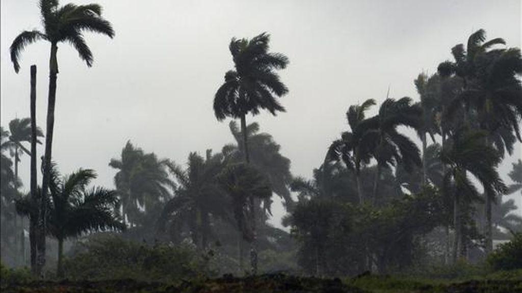 Lisa se encuentra a unos 845 kilómetros al oeste-noroeste de las islas de Cabo Verde y arrastra vientos máximos sostenidos de 75 kilómetros por hora. EFE/Archivo