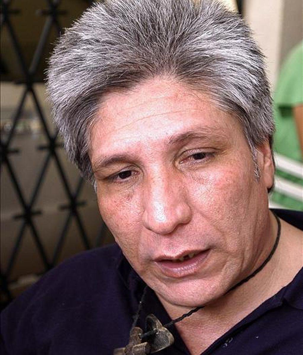 El ex diputado colombiano del Valle Sigifredo López habla a la prensa el pasado, 6 de febrero, tras ser entregado por las FARC a la Cruz Roja después de  casi siete años de secuestro. EFE/Archivo