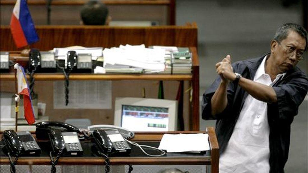 Un accionista gesticula en la Bolsa de Valores de Manila. EFE/Archivo