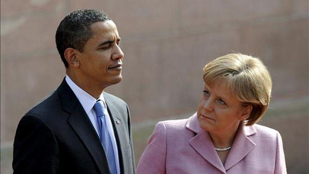 La canciller alemana, Angela Merkel, recibe al presidente estadounidense, Barack Obama, en Baden-Baden. EFE