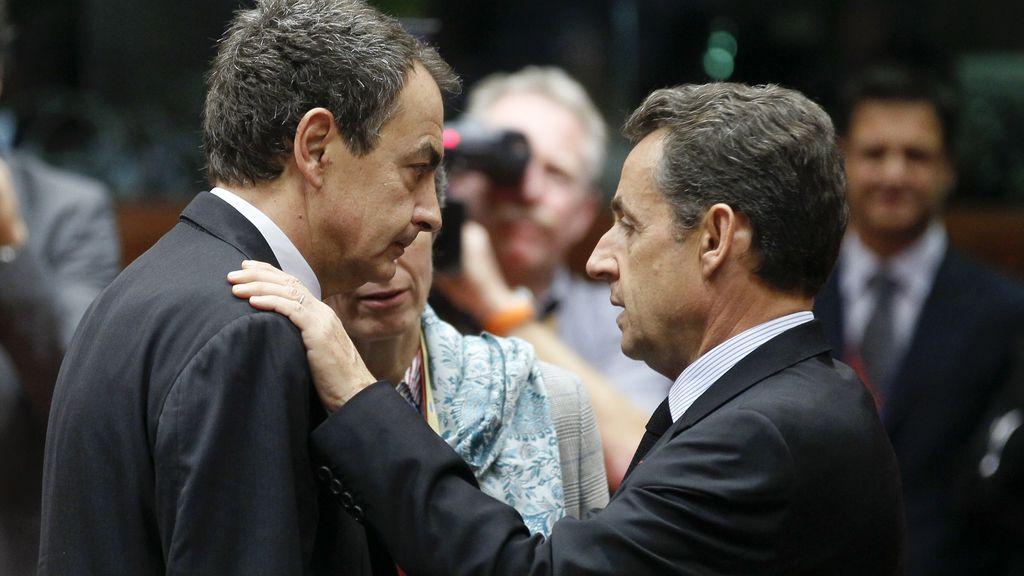 Rodríguez Zapatero y Sarkozy, en una reunión de la Eurozona