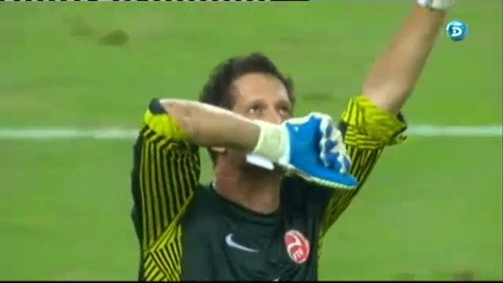Torres falla un penalti y Roche lo celebra a lo grande