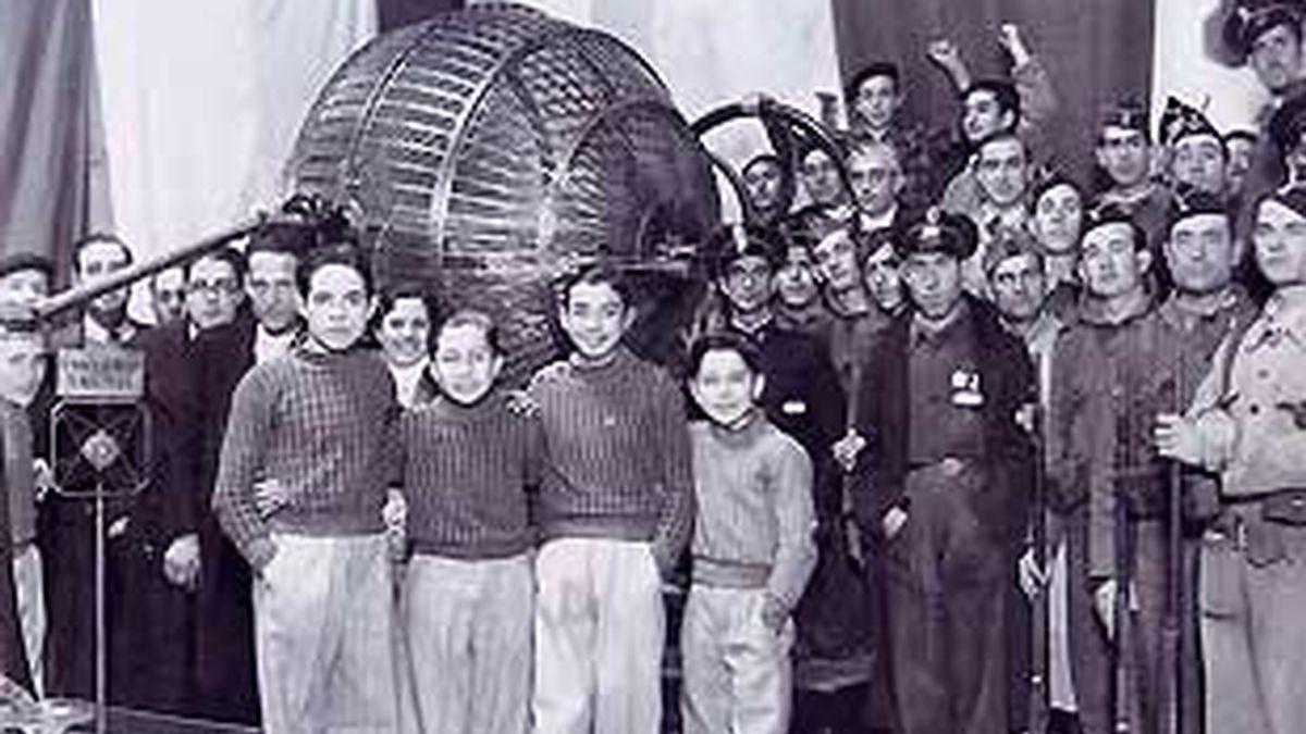 Sorteo de Navidad en el bando republicano, en 1936.