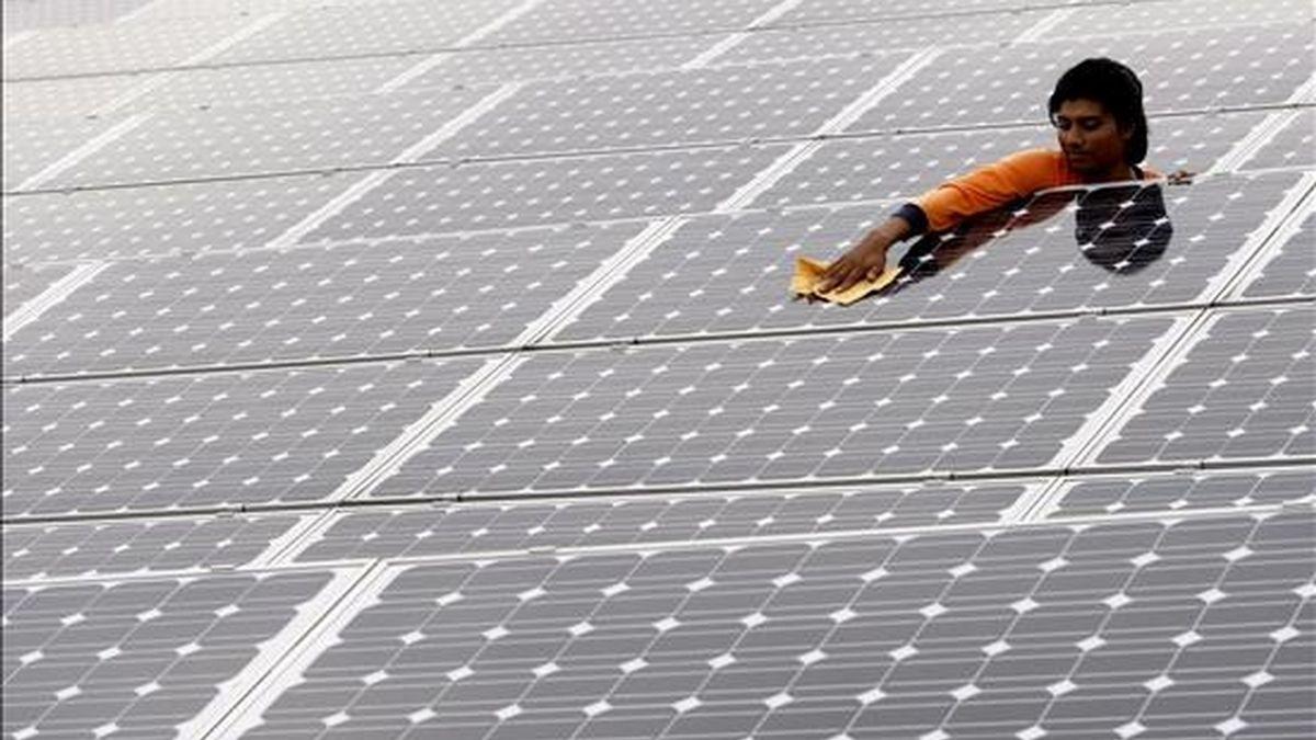 La cifra del 2008 cuadruplica las inversiones realizadas en energías limpias en el 2004, a pesar de las condiciones de extrema dificultad que los mercados financieros experimentaron el año pasado. EFE/Archivo