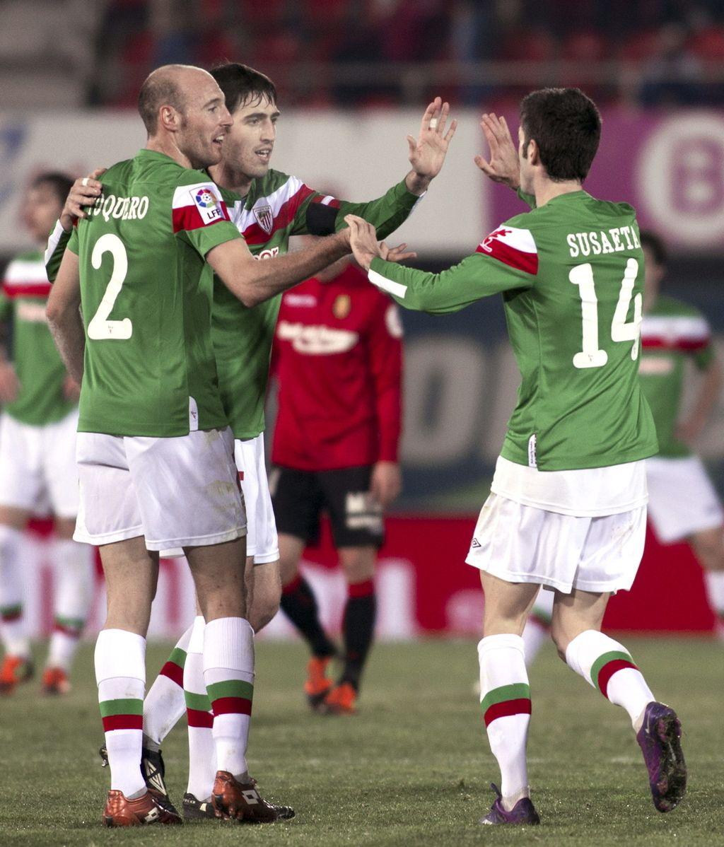 Los jugadores del Athletic Gaizka Toquero y Néstor Susaeta, celebran el gol de su equipo ante el Mallorca