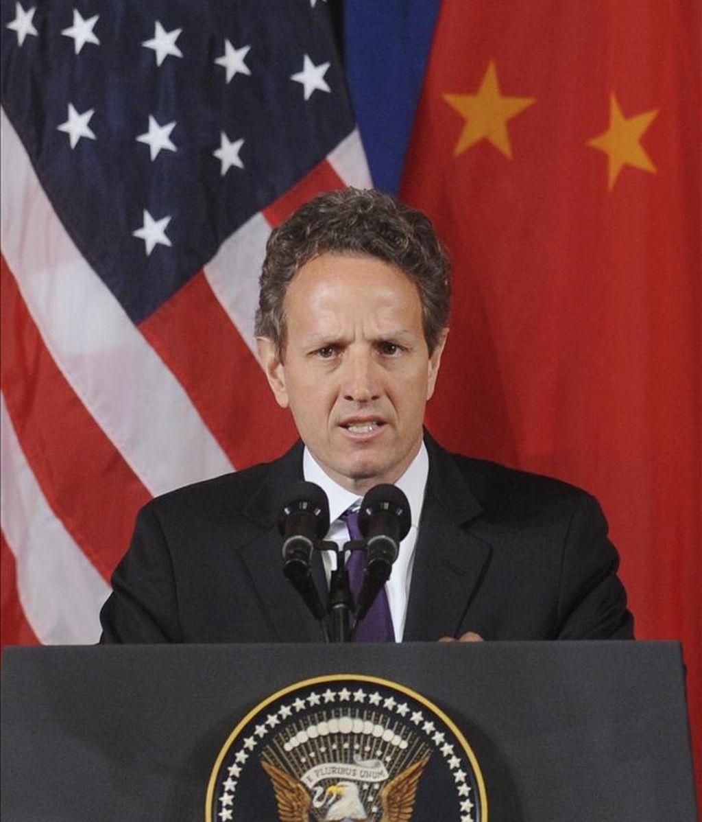 El Secretario del Tesoso de Estados Unidos Timothy Geithner, hace un comentario durante la inauguración del Diálogo Estratégico y Económico entre Estados Unidos y China 2011, en Washington, EE.UU., este 9 de mayo. EFE