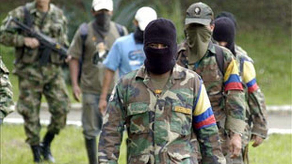Imagen de archivo de guerrilleros de las FARC. Foto: EFE.