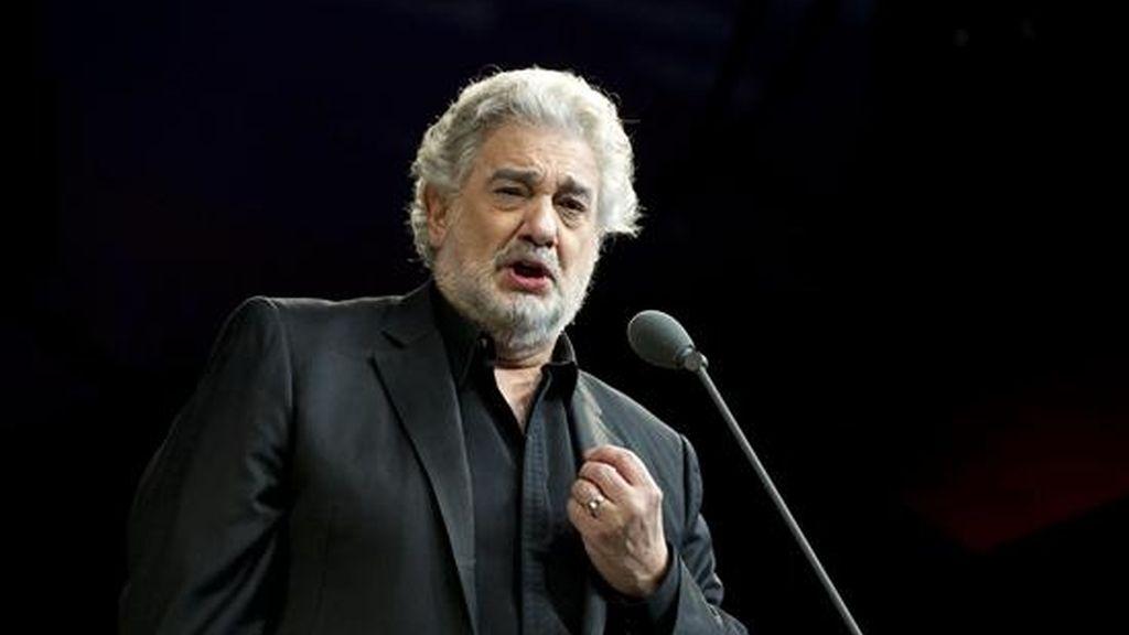 """El tenor español Plácido Domingo tenía en vigor un contrato de cinco años que finalizaba a finales de junio de 2011, cuando concluirá la temporada de ópera que comienza el próximo jueves con el estreno de """"Il Postino"""". EFE/Archivo"""
