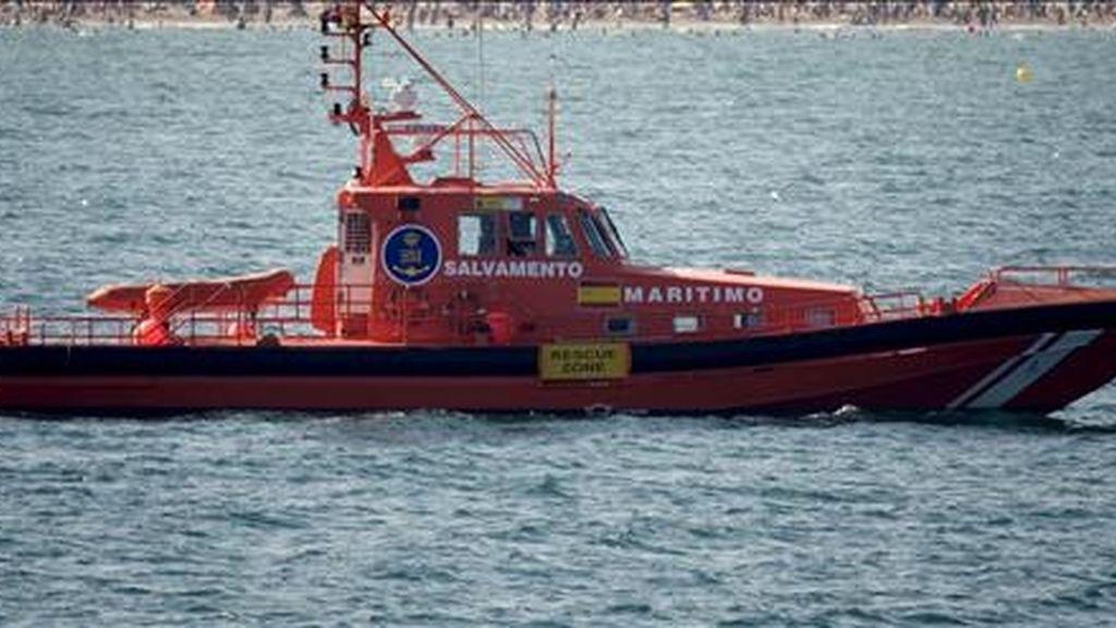 Una embarcación de Salvamento Marítimo, durante una patrulla. EFE/Archivo