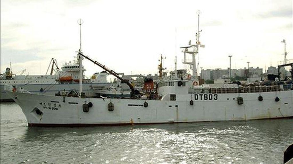 Fotografía cedida por la compañía Insung Shipping Co. que muestra al barco pesquero que se ha hundido en aguas de la Antártida. EFE