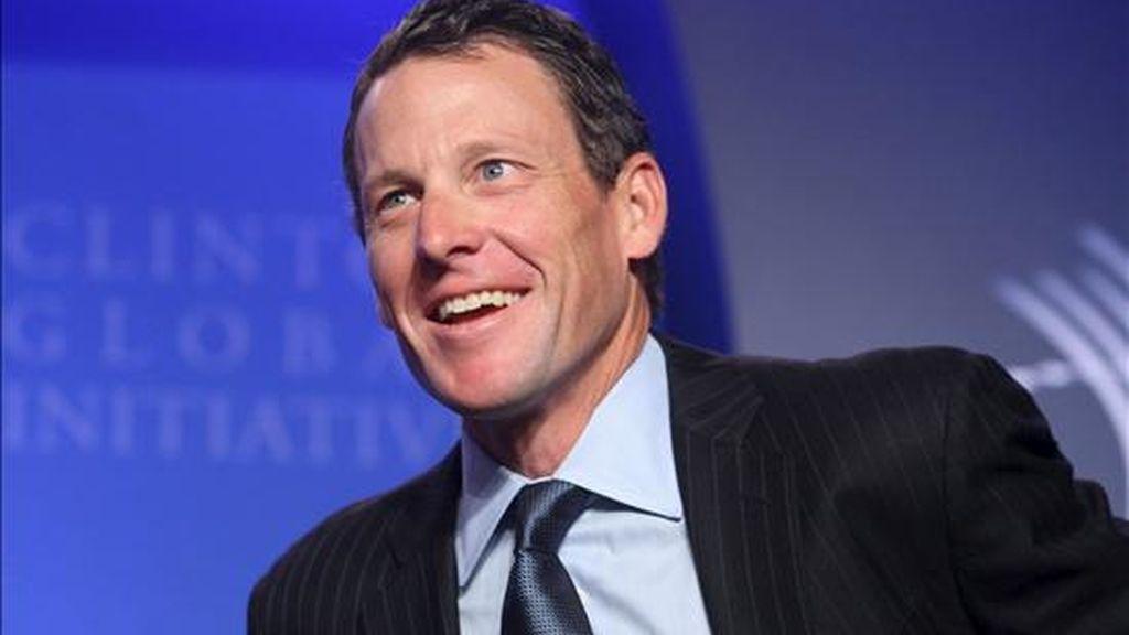 El ciclista estadounidense Lance Armstrong, fundador y presidente de la fundación contra el cáncer Livestrong, asiste a una reunión sobre esta enfermedad en el mundo desarrollado durante la segunda jornada de la Iniciativa Global Clinton en Nueva York (EE.UU.), este 22 de septiembre. EFE