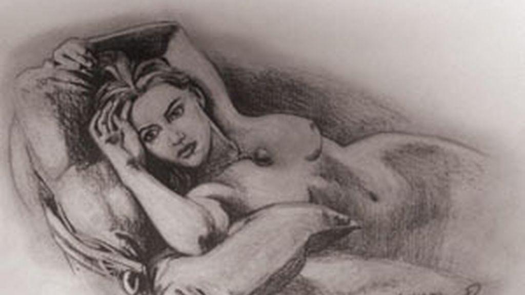 La actriz Kate Winslet posando desnuda en un sofá llevando únicamente un collar en la película Titanic. Foto: Premiere Props