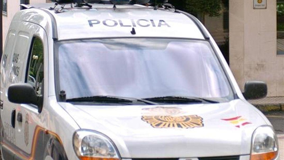 Un coche de la Policía durante un suceso. EFE/Archivo