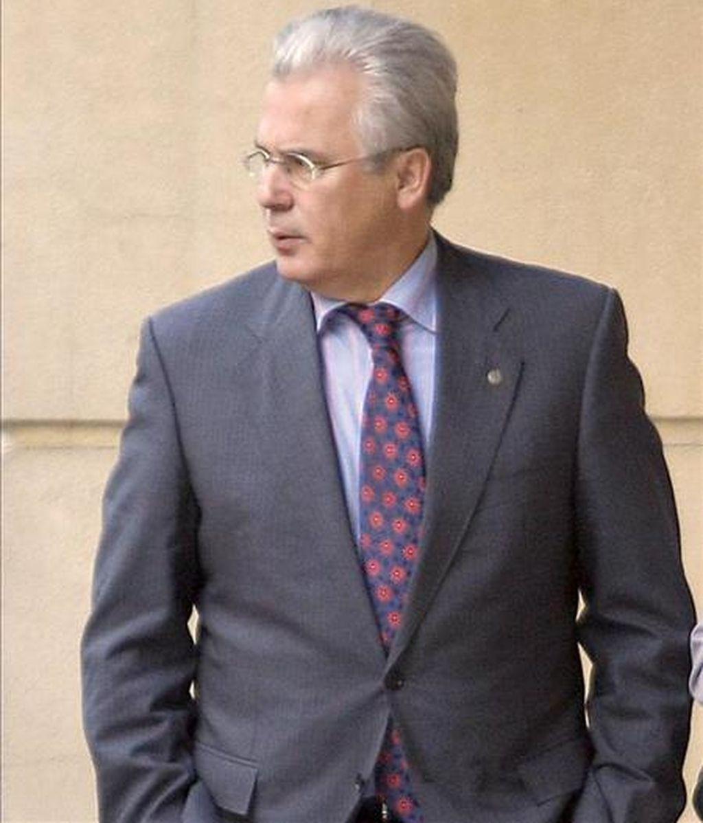 El juez Baltasar Garzón tomará declaración el próximo viernes a Jokin Zerain y Ander Arrue, detenidos el pasado martes en Vitoria y a los que se les atribuye, entre otros actos de violencia callejera, la colocación de un artefacto explosivo contra una instalación telefónica el pasado 11 de mayo en Mendibil (Álava). EFE/Archivo