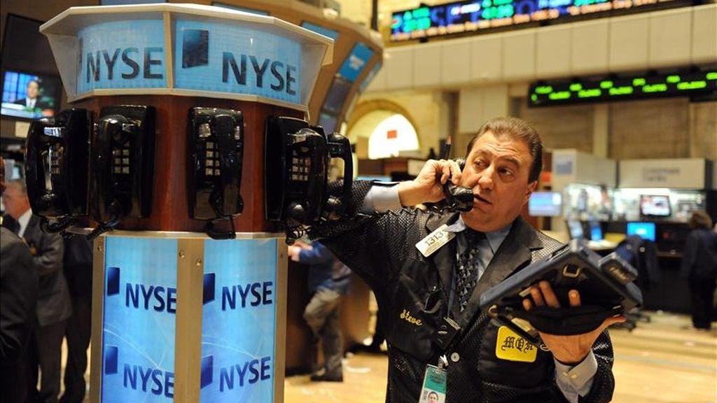 El índice Dow Jones de Industriales sumó esta tercera jornada de la semana 7,41 puntos para acabar en 12.270,99 puntos. EFE/Archivo