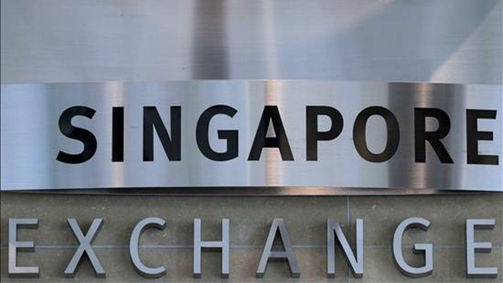 Vista de la entrada al edificio de la Bolsa en Singapur. EFE/Archivo