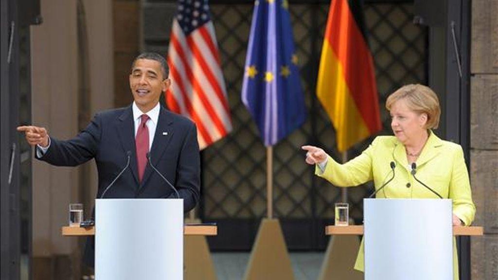 El presidente de Estados Unidos, Barack Obama (izq), ofrece una rueda de prensa junto a la canciller alemana, Ángela Merkel, tras su encuentro en Dresden, Alemania, el pasado 5 de junio. EFE/Archivo
