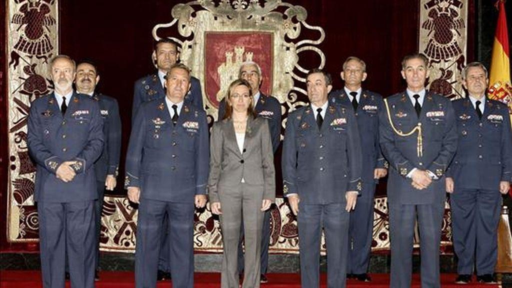 La ministra de Defensa, Carme Chacón (c), presidió hoy la reunión del Consejo Superior del Ejército del Aire, en el Cuartel General del Ejército del Aire. EFE
