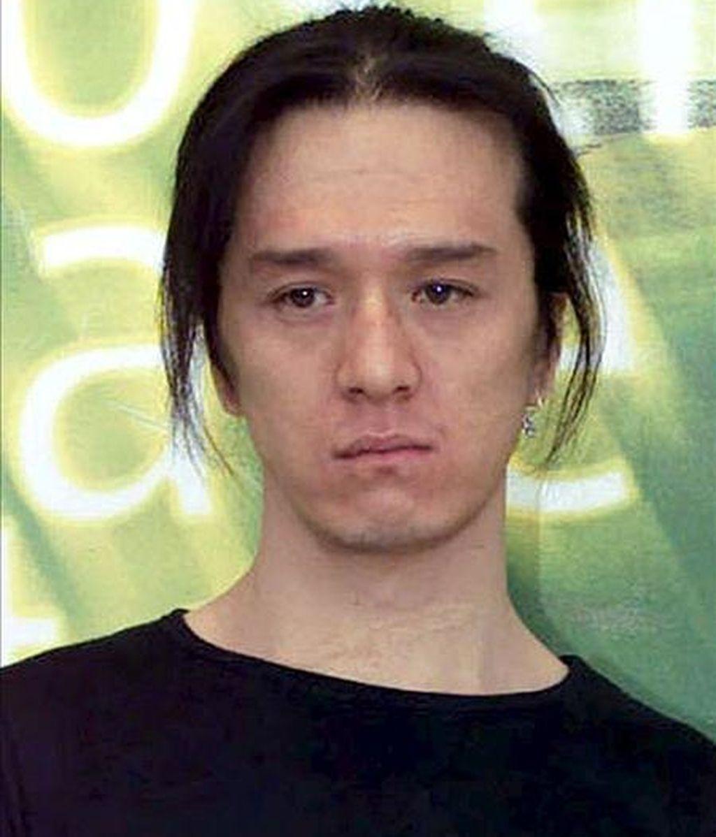 """Fotografía de archivo (4/9/2001) del actor chino Jian Hongsheng durante la presentación de la película """"Quitting"""" en el Festival de Cine de Venecia. Jia Hongsheng , célebre en los años 90 por protagonizar películas como """"Río Suzhou"""" o """"Quitting"""", falleció al caer de lo alto de un edificio en Pekín, en un suceso en el que la Policía baraja la posibilidad de un suicidio. EFE"""