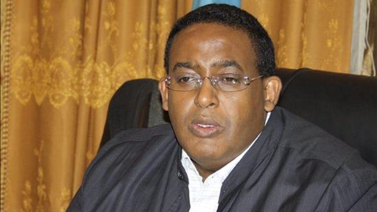 El hasta ahora primer ministro de Somalia, Omar Abdirashid Sharmarke, en una rueda de prensa en Mogadiscio, Somalia, el pasado mes de mayo. EFE/Archivo