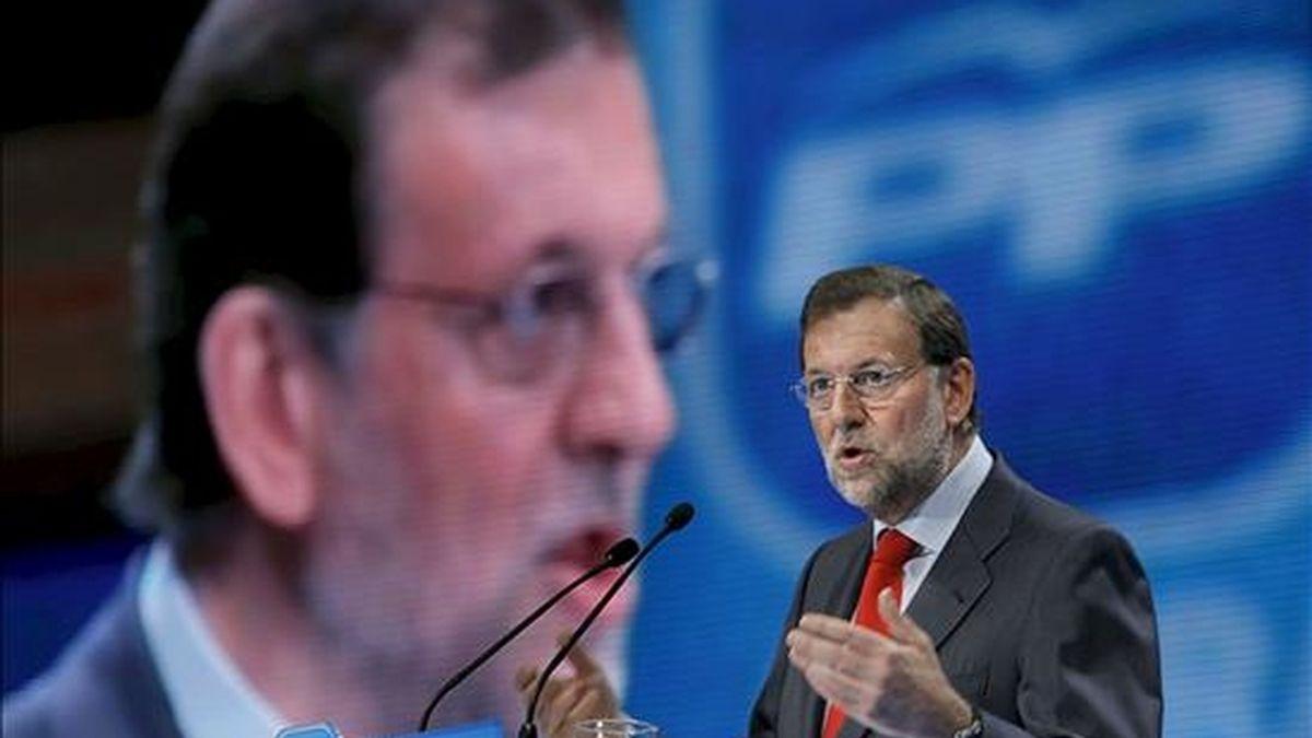 El líder del PP, Mariano Rajoy, durante su intervención en un acto de la campaña para las elecciones europeas que ha tenido lugar hoy en Oviedo. EFE
