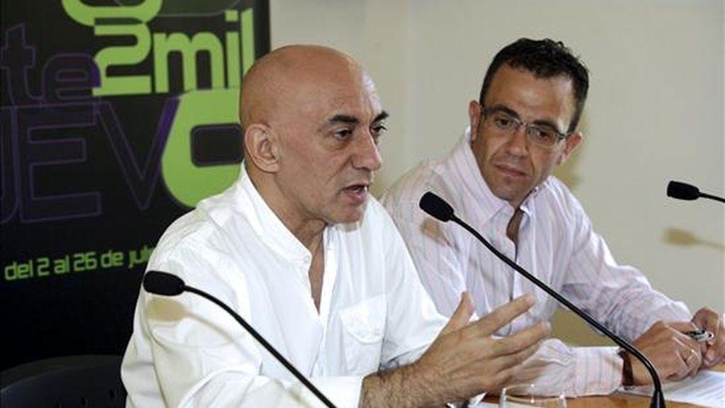 El director del Festival Internacional de Teatro Clásico, Emilio Hernández (i), y el director del Instituto de la Juventud, Javier Gallego, durante la presentación de este festival. EFE