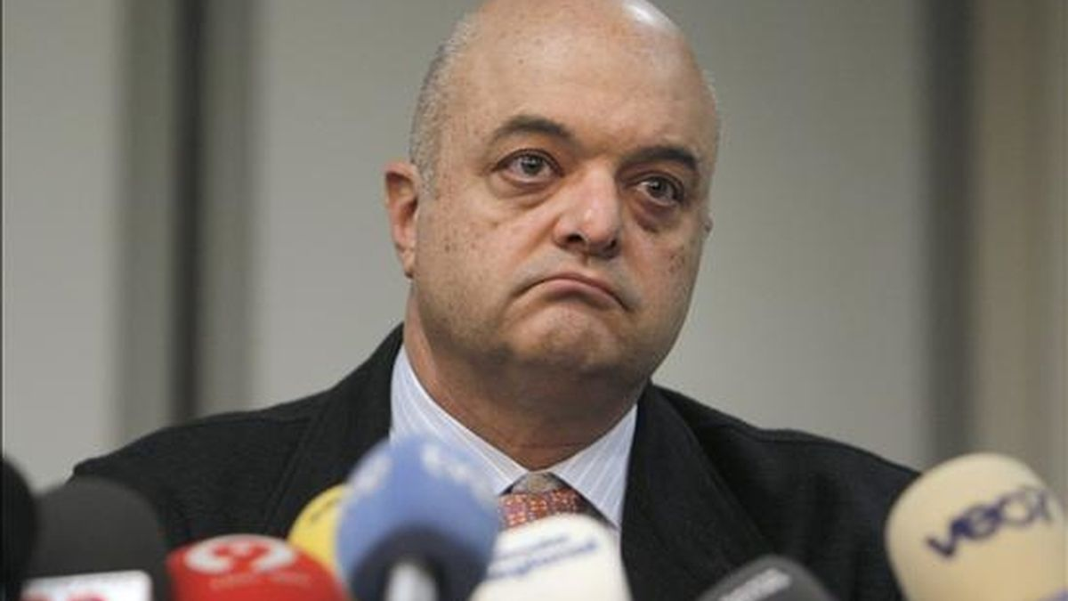 El presidente del sindicato de pilotos de aerolíneas SEPLA, Javier Martínez de Velasco, durante la rueda de prensa ofrecida ayer en Madrid. EFE