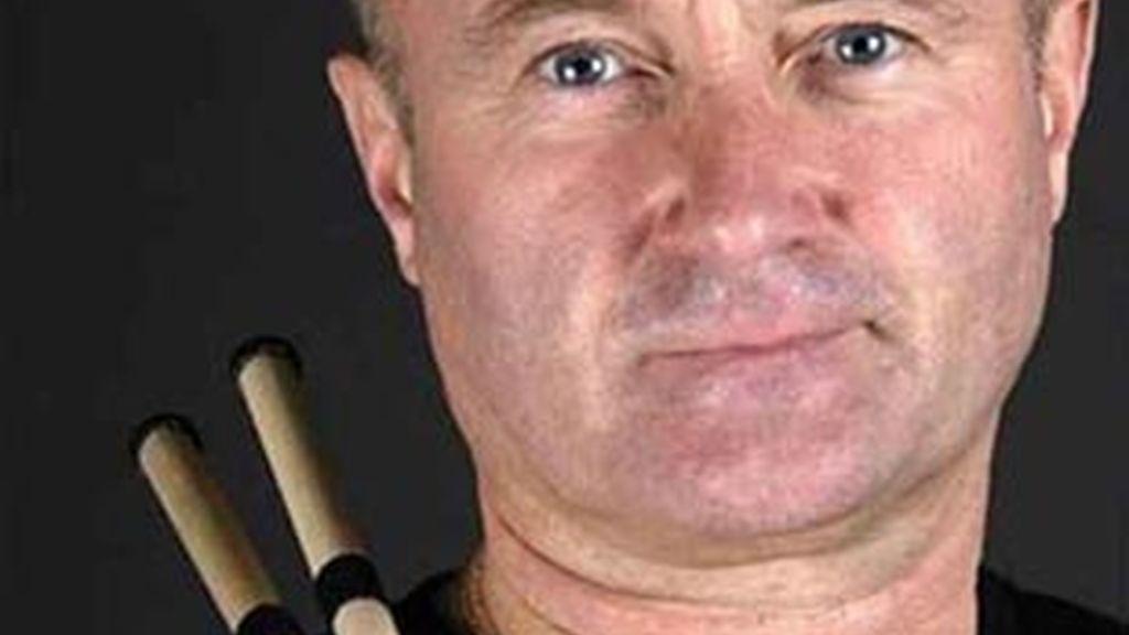 Phil Collins no podrá tocar la batería nunca más tras la operación de una de sus vértebras.