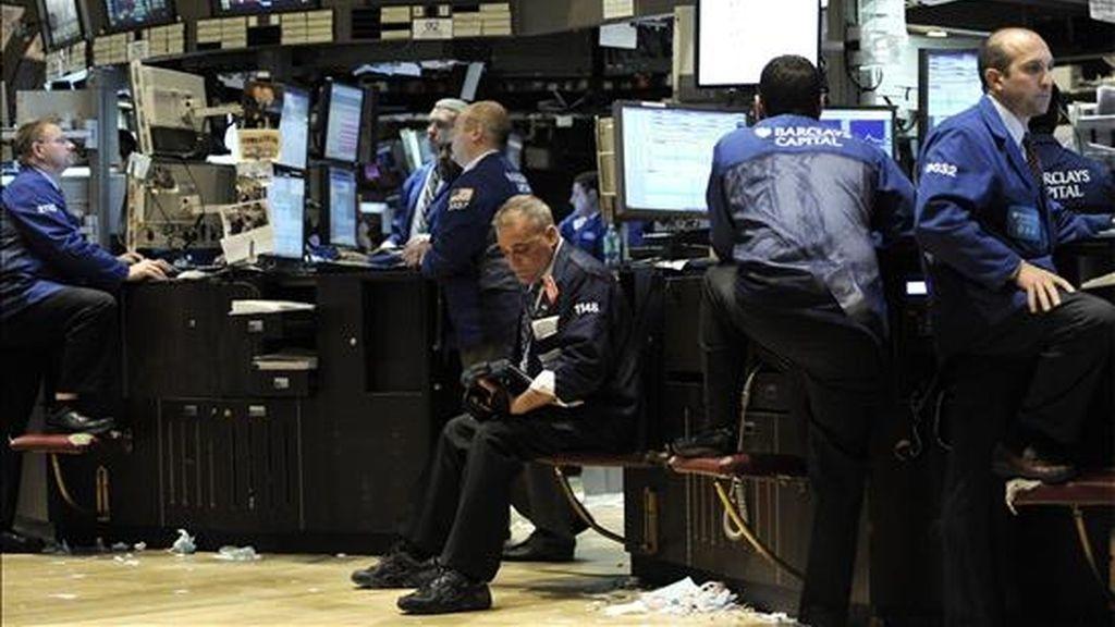 El Dow Jones de Industriales subió 201,77 puntos y finalizó en 10.322,30 unidades. EFE/Archivo