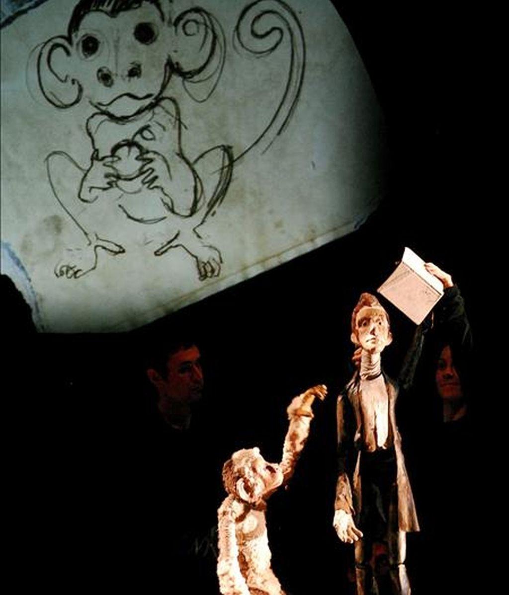 """Momento del pase gráfico del espectáculo teatral infantil """"El Castillo Rojo"""", dentro del Festival Internacional de Música y Danza de Granada. EFE"""