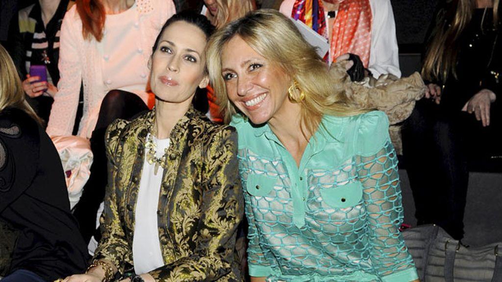 Marta Robles y Lola Marceli en el desfile de Miguel Palacios