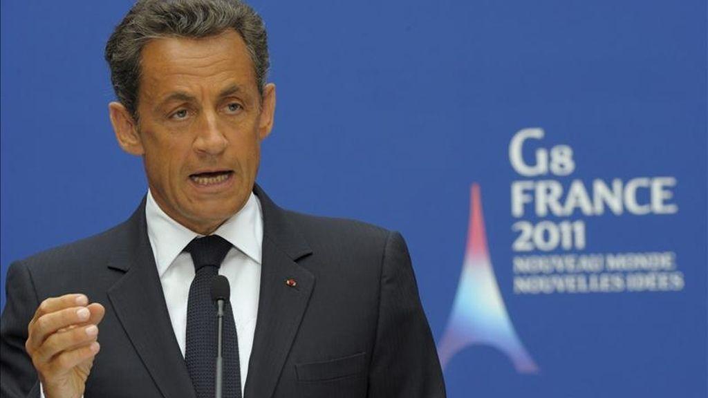 El presidente francés, Nicolas Sarkozy, pronuncia un discurso durante una reunión de ministros de Interior y Justicia del G8 y representantes de otros 14 países invitados sobre la lucha contra el narcotráfico celebrada en el palacio del Elíseo, en París (Francia). EFE