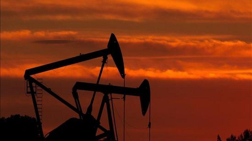 Al finalizar la sesión regular en la Bolsa Mercantil de Nueva York (Nymex), los contratos de Petróleo Intermedio de Texas (WTI) para entrega en mayo añadieron 1,25 dólares al precio del lunes. EFE/Archivo