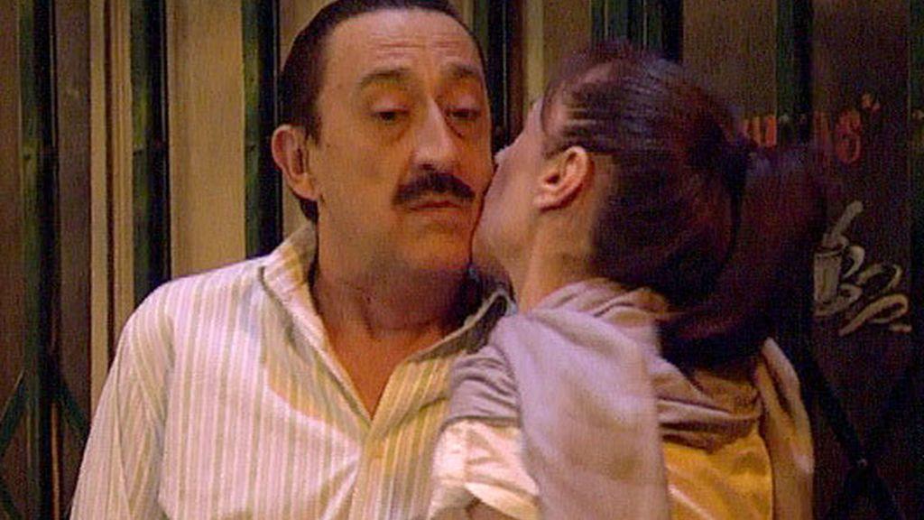Soraya besa a Chema
