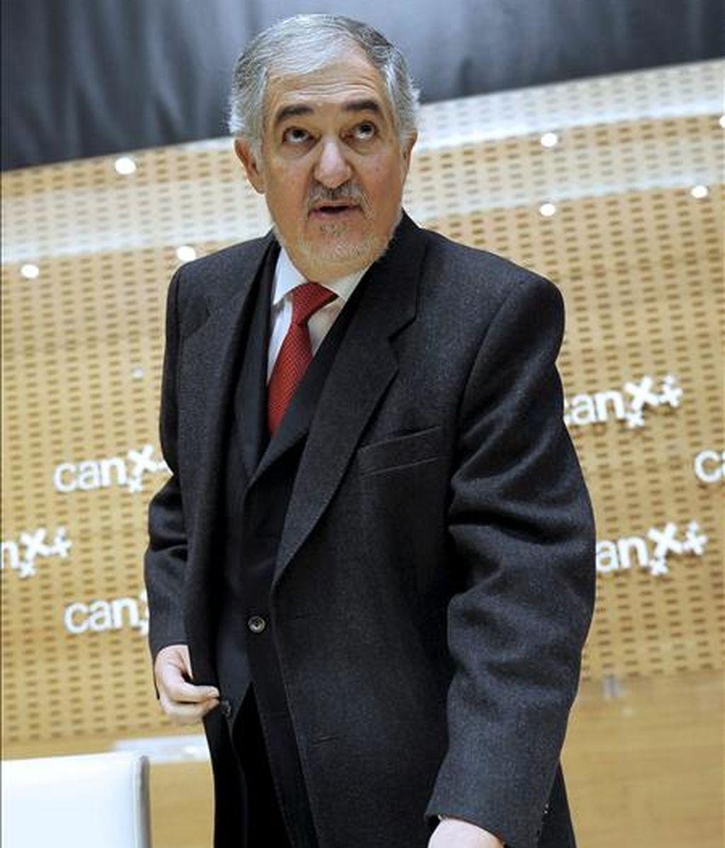 El fiscal general del Estado, Cándido Conde-Pumpido (i), momentos antes de pronunciar una conferencia el pasado 23 de noviembre. EFE/Archivo