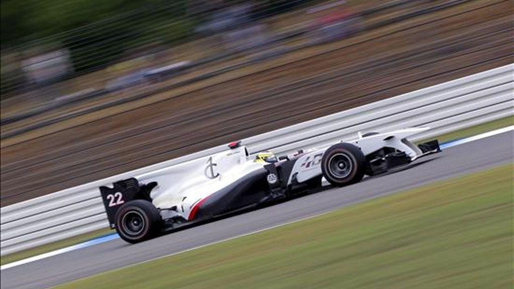 El piloto español de Fórmula Uno Pedro de la Rosa, de la escudería BMW Sauber F1, conduce su monoplaza durante la segunda sesión de entrenamientos libres del Gran Premio de Alemania, en el circuito Hockenheimring de Hockenheim, Alemania. EFE