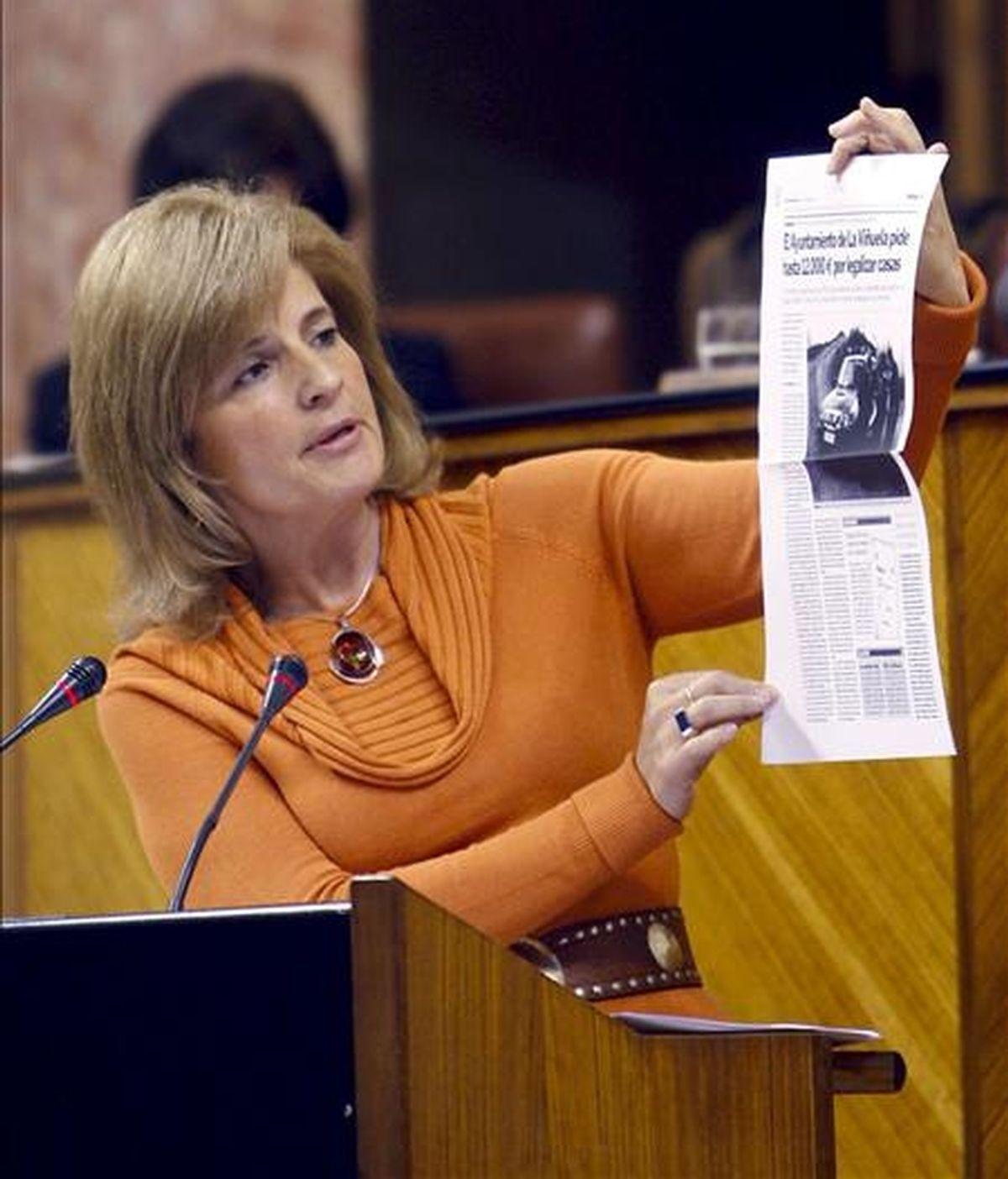 La portavoz del grupo Popular en el Parlamento andaluz, Esperanza Oña, durante su intervención en una sesión plenaria el pasado 11 de marzo. EFE/Archivo
