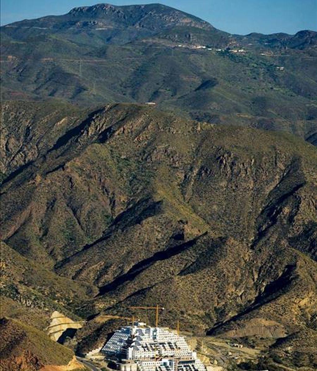 Vista general del hotel El Algarrobico, sito en Carboneras, en el cabo de Gata. EFE/Archivo