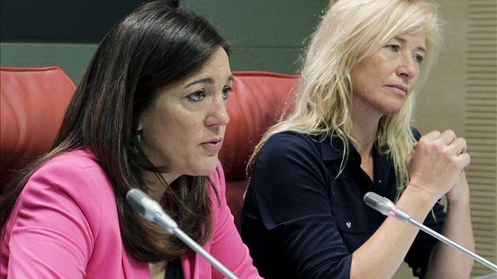 La secretaria de Estado de Cooperación Internacional, Soraya Rodríguez (izda), junto a la actriz y embajadora de Unicef Ana Duato, durante la rueda de prensa que ofreció hoy para detallar lo hecho hasta ahora en Haití por la cooperación española y los retos que quedan aún pendientes para la recuperación del país. EFE