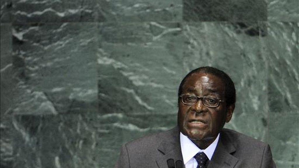 El presidente de Zimbabue, Robert Mugabe, pronuncia unas palabras ante los asistentes a la cumbre de la ONU sobre los Objetivos de Desarrollo del Milenio (ODM) en Nueva York, Estados Unidos, este 21 de septiembre. EFE