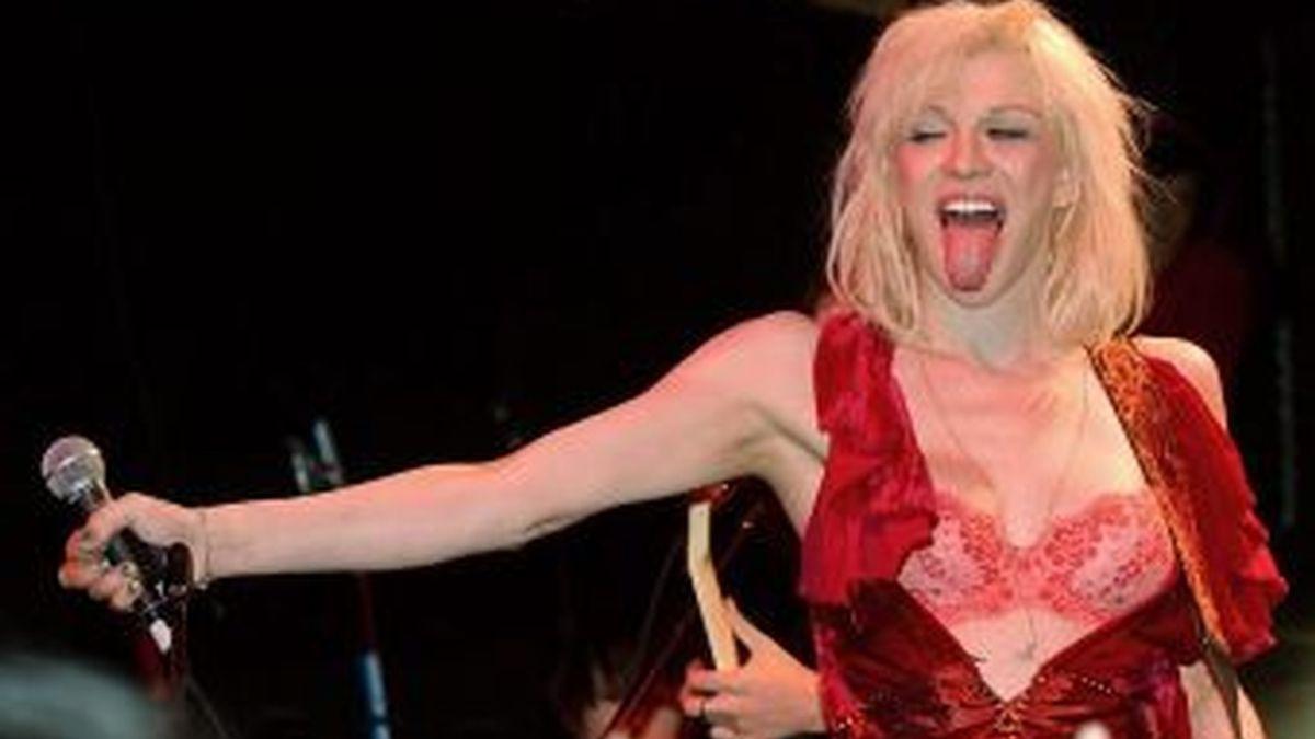 """""""Courtney Love está muerta"""", así declaró la cantante, harta de su nombre artístico y de la fama de rockera rebelde que la persigue."""
