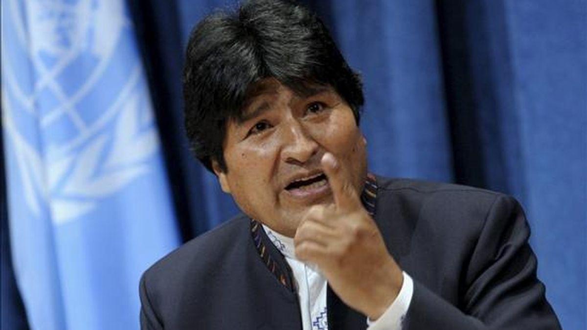 El presidente de Bolivia, Evo Morales, habla con periodistas durante una rueda de prensa celebrada en el marco de la cumbre de la ONU sobre los Objetivos de Desarrollo del Milenio (ODM) en Nueva York, Estados Unidos. EFE